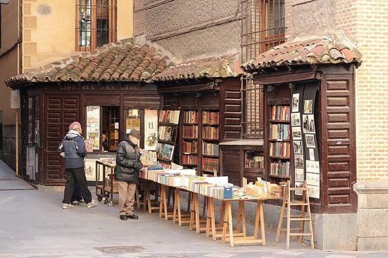 File:Libreria San Gines 2014-02-10.jpg: