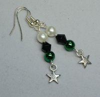 Schwarz-weiß-grüne Ohrringe mit Sternchen - Perlenschmuck, Fanschmuck --- aus unserem Dawandashop: www.schmuck-mg.com