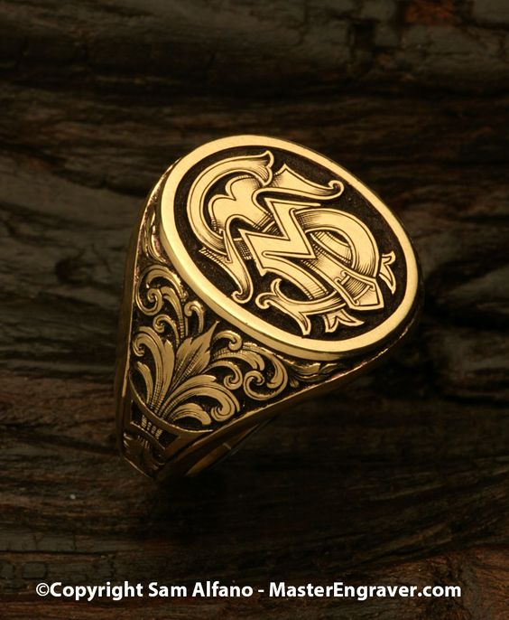 Relief engraved signet ring in 18k gold with intricate intertwining monogram.