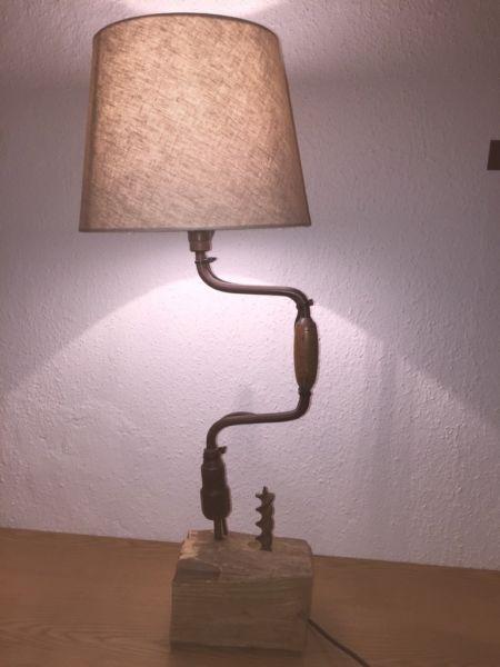 Biete Eine In Handarbeit Aufwendig Umgearbeitete Bohrleier Welche Jetzt Eine Schone Tischlampe Ist Der Lampe Schreibtischlampe Industrie Stil Inneneinrichtung