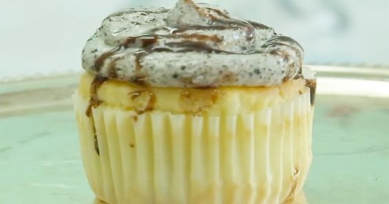 Fat Cupcake, a Portland, Oregon, bakery, has been accused of racism by customers who are upset about an Oreo cupcake called the 'Mr. President' — read more
