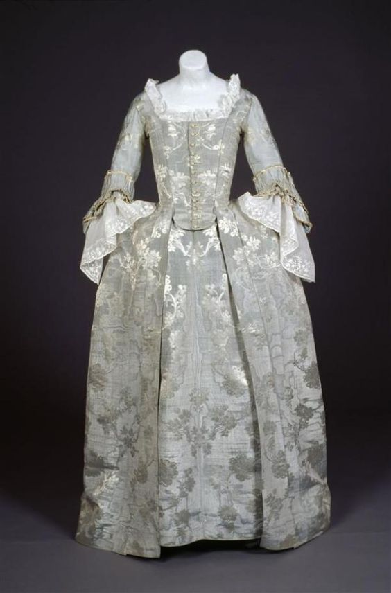 Robes à l'anglaise, c. 1765-1775. Grey-blue silk moiré woven with a pattern of silver flowers and vines.
