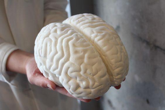 100袋入りバラマキ用BOXの特典として付く実物大の「脳みそ型マシュマロ」「パパブブレ」がハロウィン向けバラマキBOX発売 特典に脳みそスイーツ