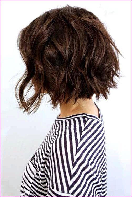 Trendy Kurze Haarschnitte Für Welliges Haar Frauen