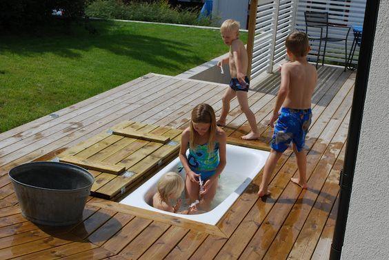Garden Inspiration Cheap Diy Ideas To Make Your Own Sandpit Water Slide Or Slid Garten Spielplatz Hinterhof Spielplatz Badewanne Garten