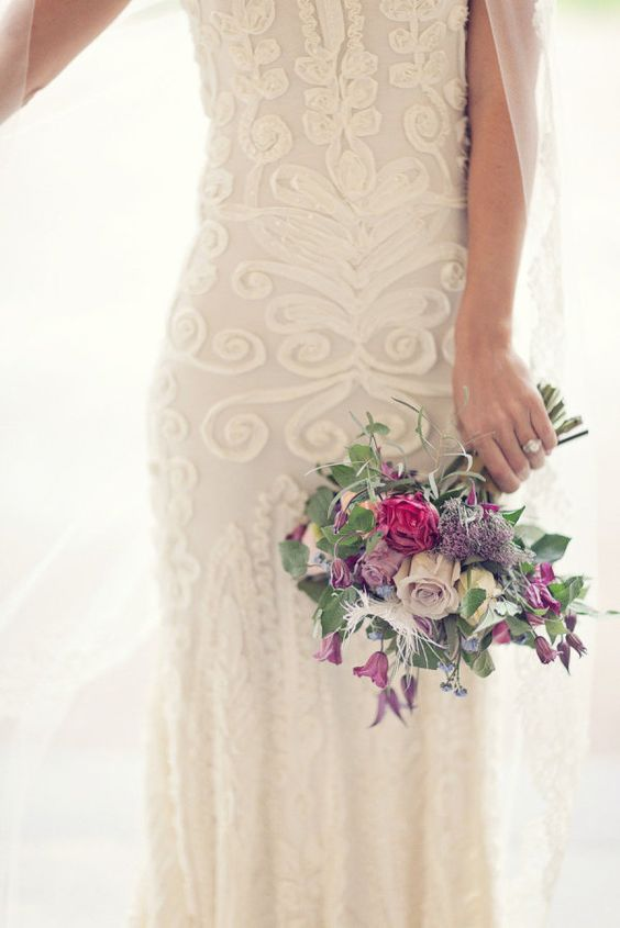 Dying over the detail on this dress. Photography by 2brides.se, Floral Design by nyfikengron.blogspot.com