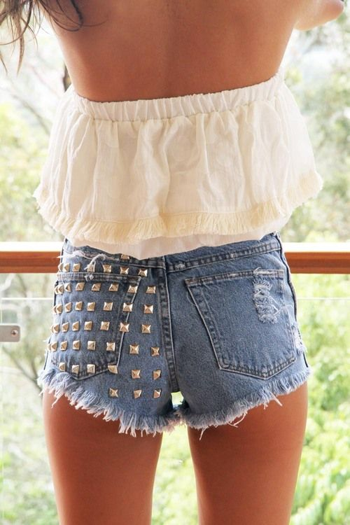 tanness/flowy top/shorts