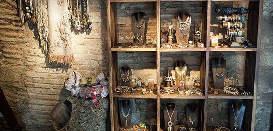 El 'Taller Artesanal de Beatrice' recomendada por WeGo BCN como una de las 5 tiendas de bisutería perfectas! En esta página web encontrarás Actividades, Gastronomía, Cultura y Shopping en Barcelona. Una guía ideal para no perderse nada en la Ciudad Condal! Seguiremos trabajando para que disfruteis de diseños de #bisuteria original! Todo un honor para nosotros... http://goo.gl/VtYgW1Visita nuestros diseños en: www.eltallerartesanaldebeatrice.com