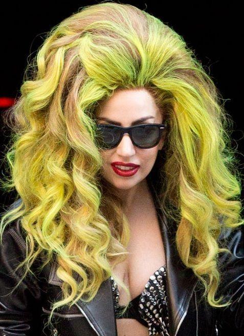 2017 Lady Gaga Sac Modelleri Bayan Sac Modelleri In 2020 Lady Gaga Hair Medium Curly Hair Styles Hair Styles 2014