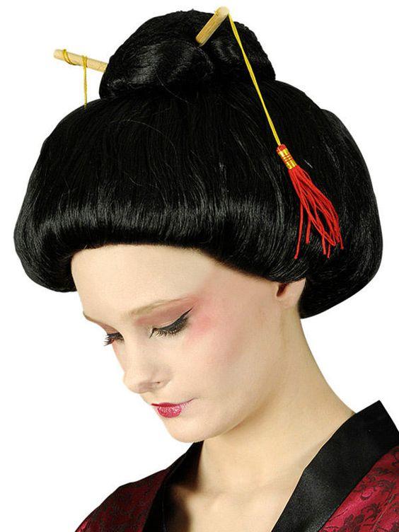 Geisha Perücke Haarknoten schwarz aus unserer Kategorie Karnevalsperücken. Dieser geniale Haarknoten verleiht Ihrem Geisha Kostüm das gewisse Etwas! Einfach eine bezaubernde Faschingsperücke, die die Blicke auf sich zieht!