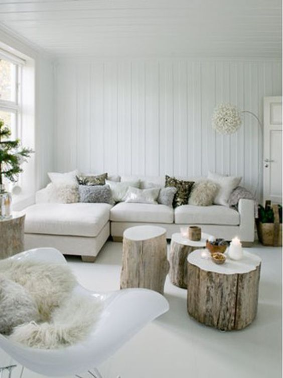 White living room - beautiful but maby not so practical :):