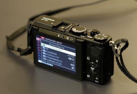 Fujifilm X70: Novum für den Hersteller – die Bedienung erfolgt auch per Touch-Screen.