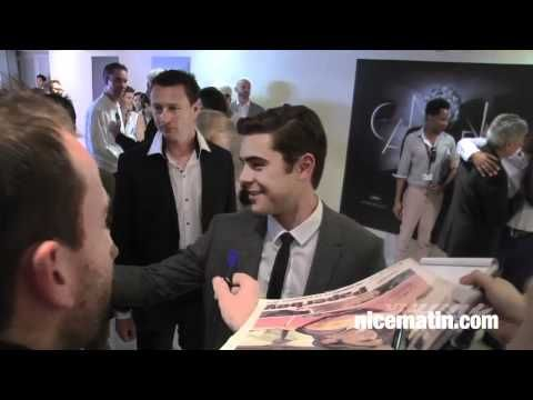 Zac, Nicole, Matthew and John signing autographs at Palais des Festivals before The Paperboy press conference