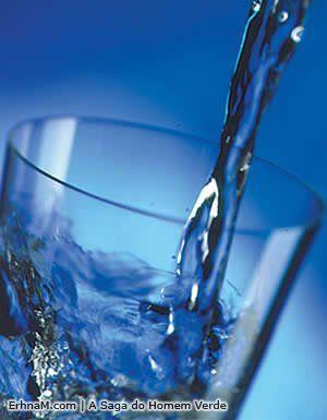 Água fonte de vida, a importância da água no nosso organismo.