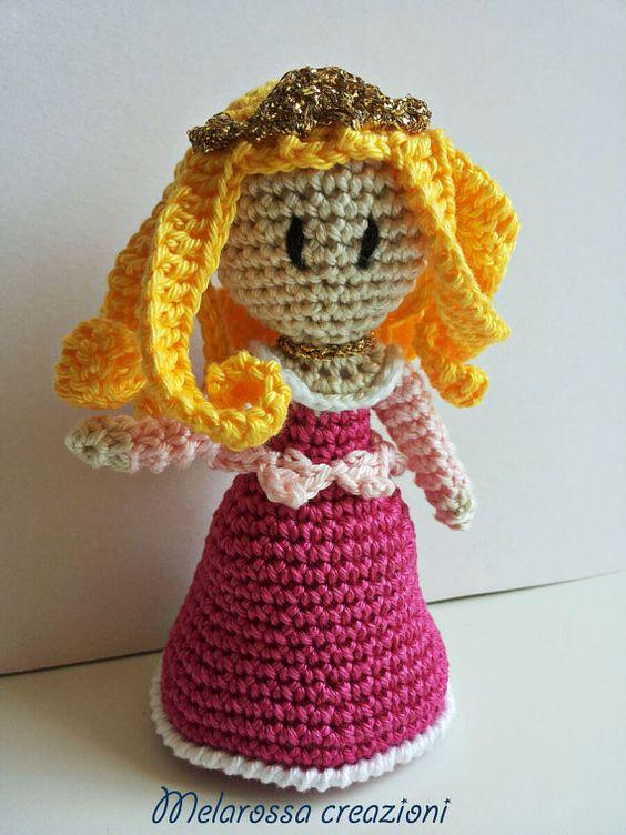 Bambola principessa amigurumi fatta a mano all'uncinetto in cotone lavabile,senza parti metalliche interne.