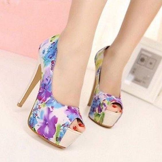 37. #romantiques fleurs - 55 #paires de talons de ciel très #élevés qui ira avec n'importe quoi dans votre #placard... → #Shoes