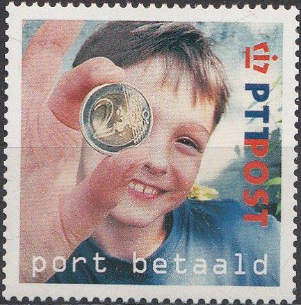 Sello: Boy handing 2€ coin (Holanda) (Port Betaald) Yt:NL 1915,NVP:NL BZ7