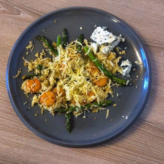#keto dinner = 50g Shrimps + 50g Asparagus + 100g cauliflower + 25g Donablu (cheese) + 20g Milbona (cheese) Nutritional info: Kcalories - 244; Proteins - 23.2 g; Carbs - 7.5 g; Fat - 14g.