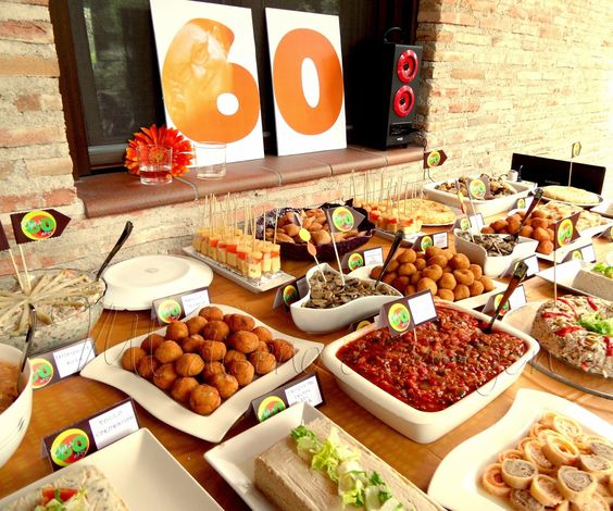 Fiesta de cumplea os tem tica a os 60 decoraci n de - Comida de cumpleanos en casa ...