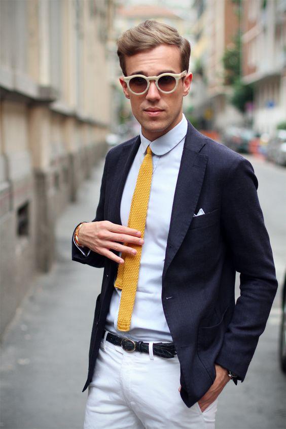 sem os óculos e a gravata.
