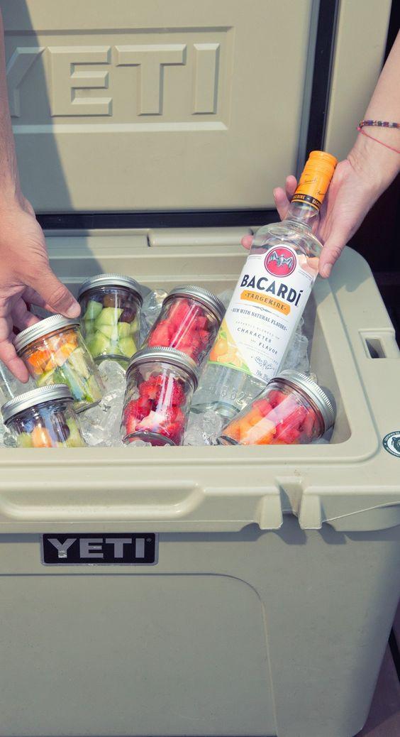 Bacardí Cocktails In Mason Jars  // {TIP} Pack Jars Full Of Fruit Garnishes So Friends Can Make Their Own Fruity Bacardí Cocktails ❤︎ #cocktails #party #drinks