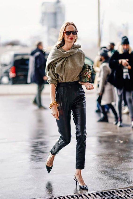 Кожаные брюки: как их носить этой осенью и зимой?