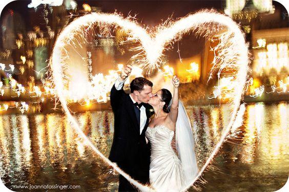 Sparkler heart: Sparkler Photo, Wedding Idea, Picture Idea, Sparkler Picture, Wedding Photo, Photo Idea
