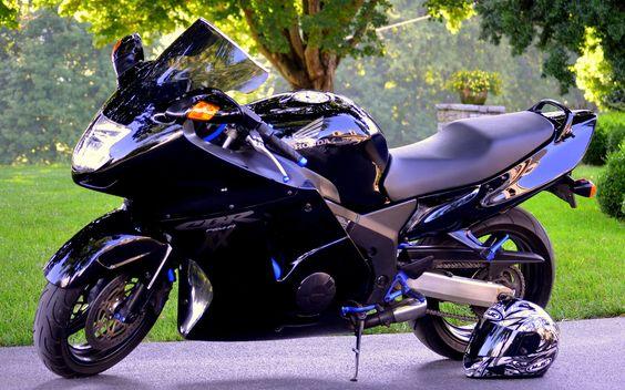 Honda CBR1100XX Blackbird    price£8,650    Engine size1137cc    Top Speed: 190 miles per hour (310km/h)    Power: 114 kW (153 hp) @ 10,000 rpm