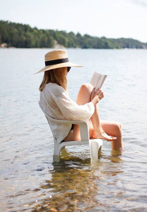 """Los libros te encuentran. Cuando estás buscando algo para leer, según como estás vibrando y qué estás sintiendo, el libro te llega , es mágico..!! """"(Soledad Costantini)"""