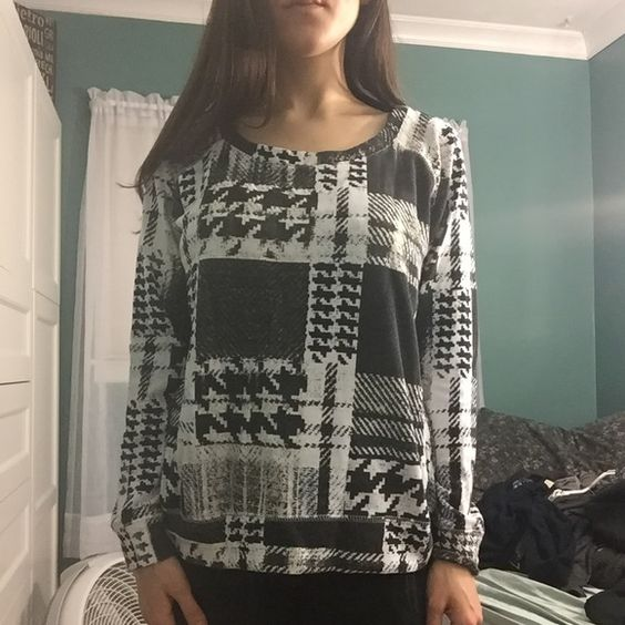 Comfortable and stretchy lightweight sweatshirt Black/white/tan pattern throughout the whole sweatshirt. Kind of has an edgy/skater vibe. Super comfy. Size medium but could definitely work as a slightly oversized sweatshirt for size smalls. Cotton On Tops Sweatshirts & Hoodies