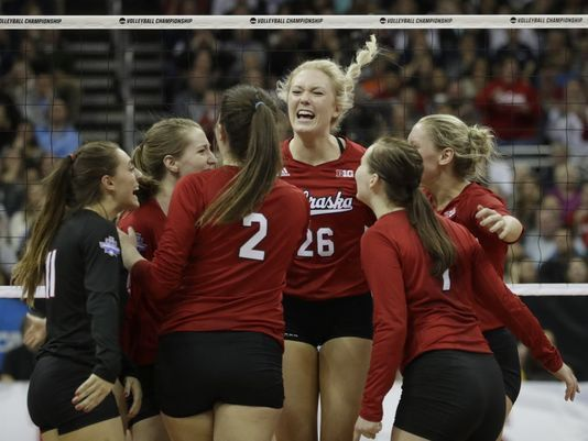 Nebraska Florida To Play For Volleyball National Title Volleyball Inspiration Volleyball Outfits Volleyball