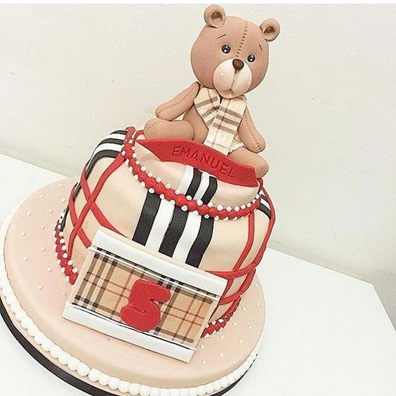 Bolo lindo que o Bruno do @encontrodefestas postou.. Me apaixonei! Obra de arte do @felipeoliveira.official ❤️ AMO!! ❤️❤️ . #decorefesta #decorefestacakes #deco #decor #cake #cakes #bolo #ideias #ideas #mensário #aniversário #baby #maternidade #party #partykids #party #bolo #boloinfantil