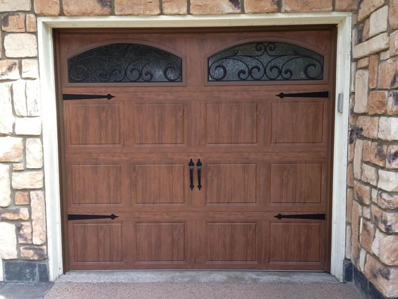Clopay gallery collection steel garage door with ultra for Garage door finishes