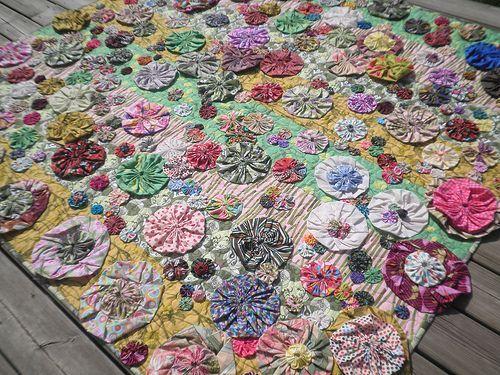 Blooming Yoyo S Quilt Quilt Yoyo Scraps Amybutler Quilt Festival Quilts Yo Yos