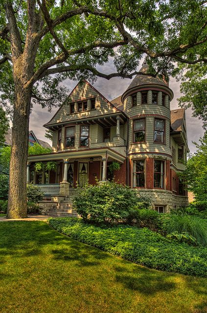 Queen anne beautiful and style on pinterest for Queen anne victorian house