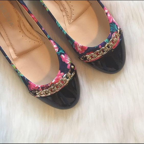 HPBlack| Floral Flats Brand new, Super cute floral flats. Size 7 NO TRADES ▪️PRICE IS FIRM▪️ Shoes Flats & Loafers