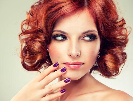 Kort, rood, krullend haar: het is hot!