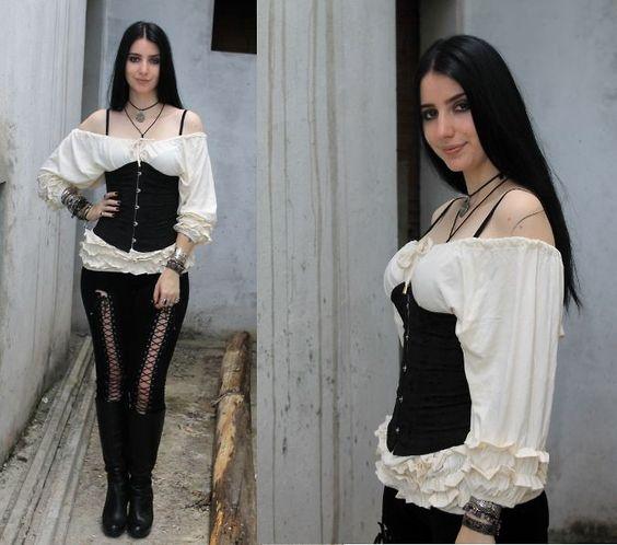 blusa com manga medieval - Pesquisa Google