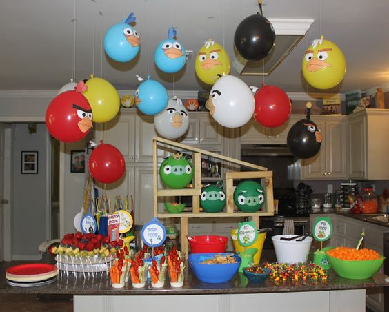 Kidspired Creations: Angry Birds Birthday Party= Balloons over the food table: