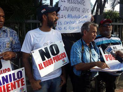 Revista El Cañero: Realizan cadena humana frente a la CDEEE