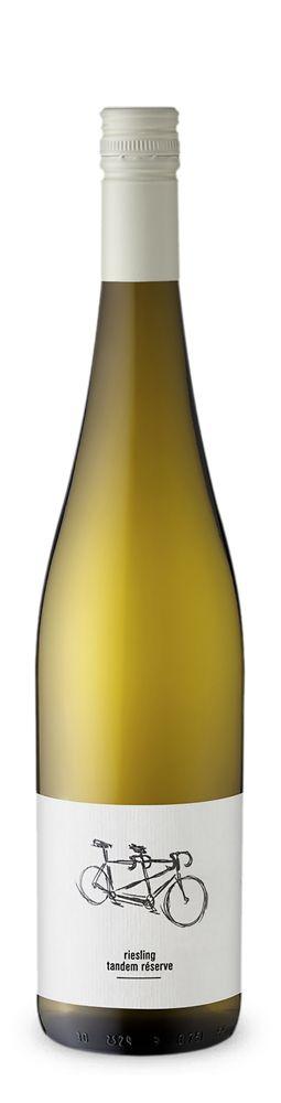 """Der #Riesling """"Tandem Reserve"""" QbA feinherb 2013 des Weinguts #WalterMüller an der #Mosel ist die ideale Wahl für einen gemütlichen Abend und eignet sich hervorragend zu frischem Fisch oder fernöstlicher Küche. Auf der Zunge entfaltet er ein feines Zusammenspiel von Zitrusfrüchten und Äpfeln. Jetzt probieren und auf http://www.vicampo.de/walter-mueller-riesling-tandem-reserve-qba-feinherb.html bestellen."""