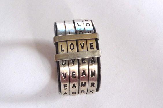 Espectacular, puedes cambiar las palabras ya que se desplazan como una combinación de caja fuerte. I love it!