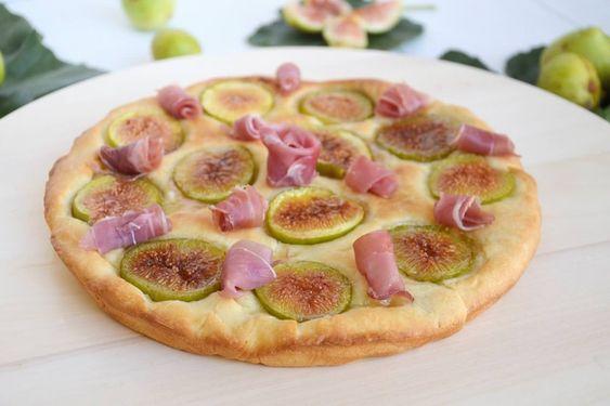 Focaccia con fichi e prosciutto, scopri la ricetta: http://www.misya.info/ricetta/focaccia-con-fichi-e-prosciutto.htm