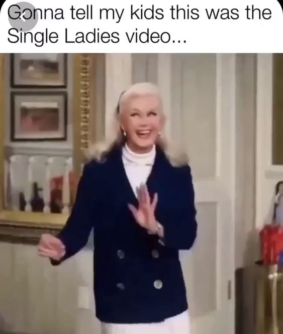 Very Funny Ladies Dancing Funny Short Videos Funny Laugh Really Funny Memes