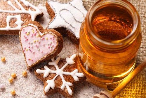 """БОРОВ МЕД!!!Истинският боров мед е този, който пчелите произвеждат от боровия прашец. Докато боровото сладко, наричано още """"боров мед"""", е нещо, което може да приготвите сами от борови връхчета или зелени шишарки. И двата вида борови продукти са еднакво вкусни и много здравословни."""
