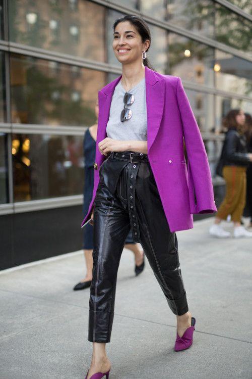 С чем носить кожаные брюки: 30 streetstyle-примеров | Vogue Ukraine - Vogue UA