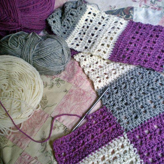 ❁◕ ‿ ◕❁ Cobertor, ótima maneira de utilizar-se sucatas em fazer uma manta de retalhos de crochê colorida. / ❁◕ ‿ ◕❁  Blanket, great way to use up scraps in making a blanket of colorful crochet patchwork.