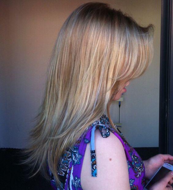 Sandblond hair with some babylights - hiekanvaaleat luonnolliset pitkät hiukset