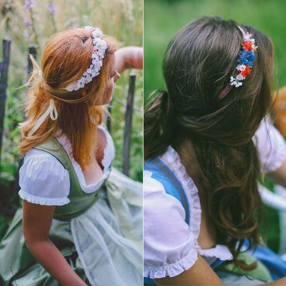 Zu halb offenen Haaren passen die Flowercrowns besonders gut.
