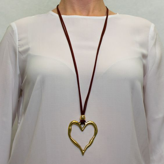 Collar largo corazón dorado